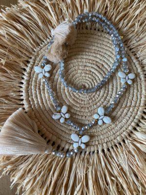 Sautoir perles de verre diamant 5 papillons pierre blanche pompons beige