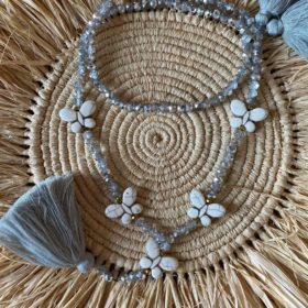 Sautoir perles de verre diamant 5 papillons pierre blanche pompons gris