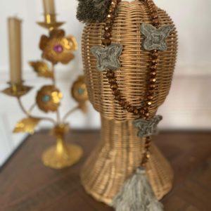 Sautoir perles de verre gold 3 papillons tissus camouflage